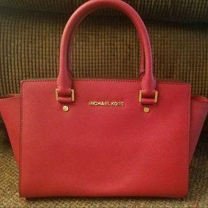 Michael Kors Handbags - Authentic Michael Kors Medium Selma Handbag