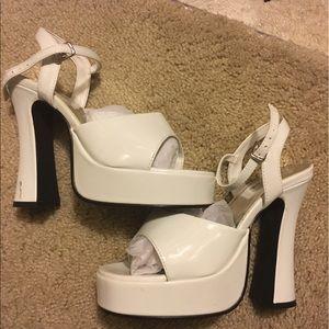 ellie Shoes - Ellie size 7 open toe platform shoes white
