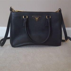 Prada Handbags - Prada Saffiano bag