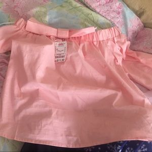 143 Girl Other - A pink shirt