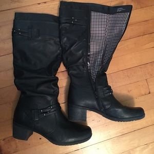 Shoes - Excellent used condition black boots