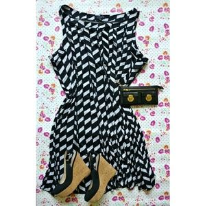 voir voir Dresses & Skirts - Black and White Print Dress (plus)