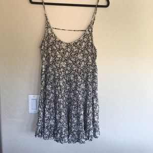 Brandy Melville Dresses & Skirts - Brandy Melville open back Jada floral dress