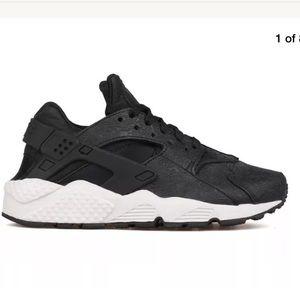 Nike Shoes - Nike Air Huarache Run Premium Shoe Black/Bone