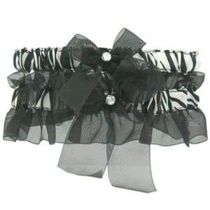 ❤ NEW Zebra Print Black & White bride Garter