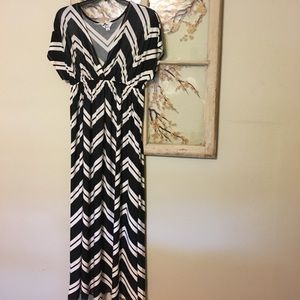 5th & Love Dresses & Skirts - Black & Ivory Chevron Maxi Dress