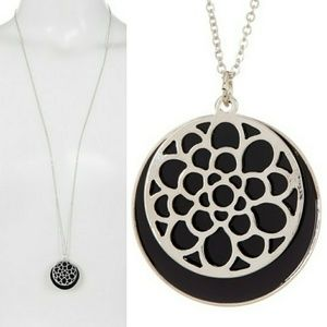 Last chance!Filagree Disc Overlay Pendant Necklace