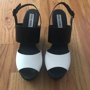 Steve Madden Shoes - 🌹Steve Madden Black and White Wedges🌹