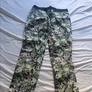 NWOT Zara cropped floral trousers