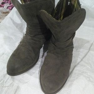 Shoes - Unused boots