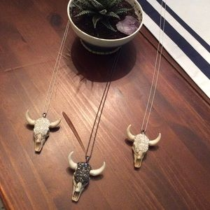 •pave stone cattle head pendant•