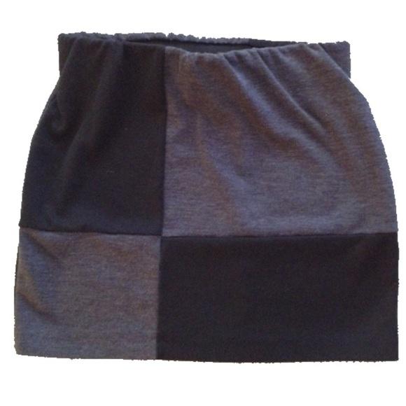 Forever 21 Dresses & Skirts - Forever 21 S/P mini skirt w/ black and gray block