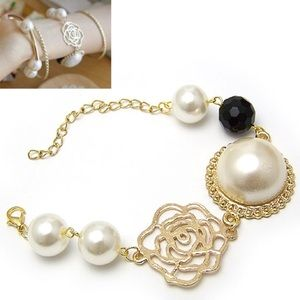 Jewelry - NWOT Gold bracelet with rose