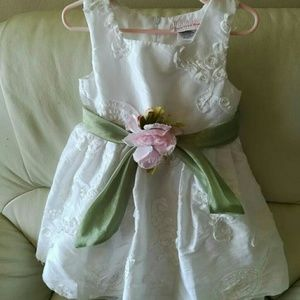 Sweet Heart Rose Other - White formal dress with flowers size 4T