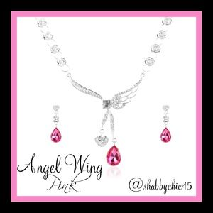 Boutique Jewelry - Beautiful Angel Wing Heart Necklace/Earrings Set