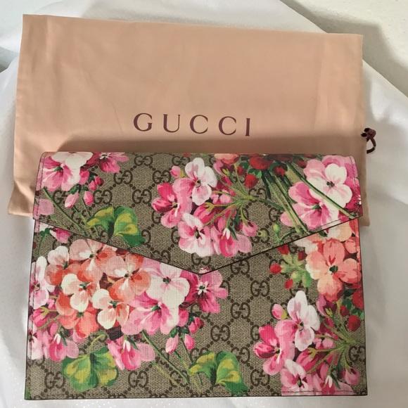 d7dff88d Gucci Blooms Clutch NWT