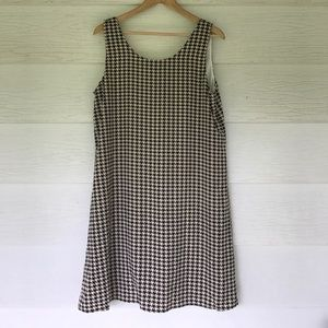 boutique Dresses & Skirts - Houndstooth dress with bow on back