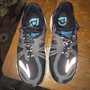 brooks Shoes - Brooks pure cadence running shoe. Reflective logo