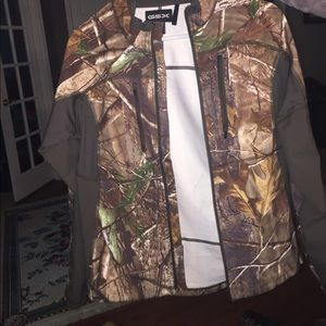Zip up camo lightweight jacket