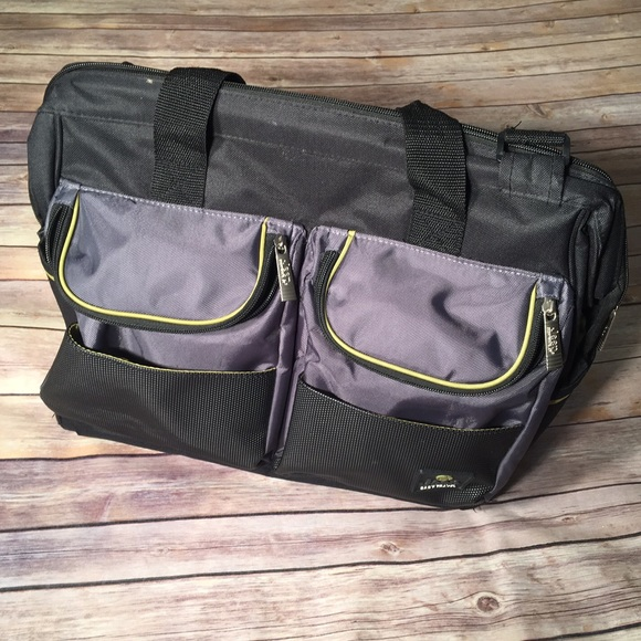 44 off jeep handbags jeep sport black and lime pocket duffle diaper bag from alicia 39 s closet. Black Bedroom Furniture Sets. Home Design Ideas