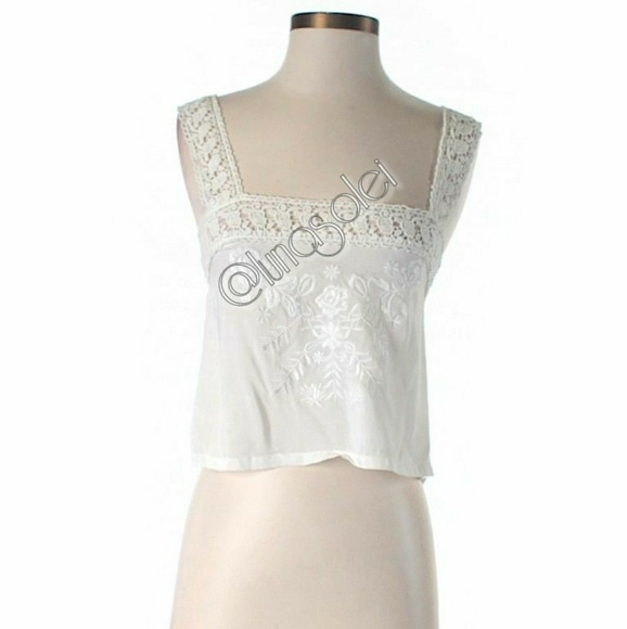 Off lf tops nwt s m cream rose floral embroidered