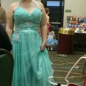 Size 12 mint green gown.