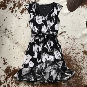 White House Black Market Dresses & Skirts - WHBM faux wrap flounce floral dress XS