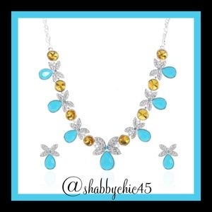 Boutique Jewelry - Butterflies and Crystals Necklace Set