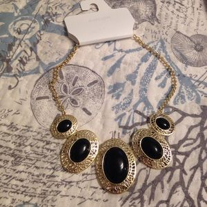 Color Jewelry - 🆕 Listing! NWT Statement Necklace
