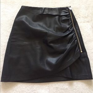 Zara Basic Collection black zipup p leather skirt