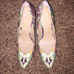 Multicolored Pointed Toe Pump