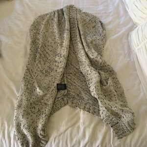 Anthropologie Sweaters - Gray patterned shrug sweater