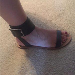 BR ankle strap sandals