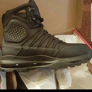 Nike ACG Shoes - NIKE SUPERDOME BOOTS Size 12 MENS d2c4ec3c1eaa
