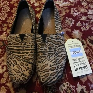 NWT Toms Wheat Canvas Ocelot Cheetah and Zebra