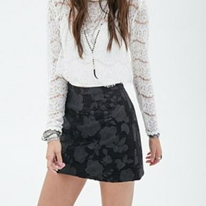 NWT Black Dark Floral Mini-Skirt Textured Print S