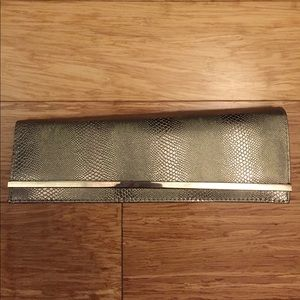 ❌FINAL PRICE DROP❌ Pewter clutch