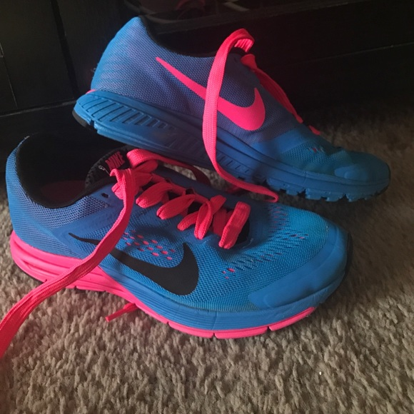69 nike shoes neon pink and blue nike structure