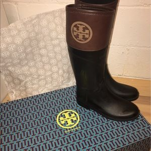 {Tory Burch} Diana tall rubber blk & almond boots