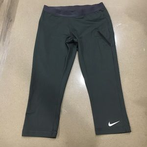 Nike Pants - Nike dri-fit 3/4 length tennis 🎾 leggings sz S