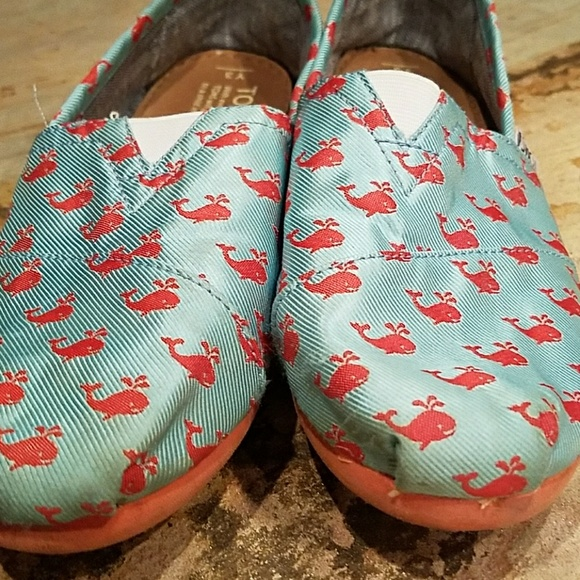 Toms - GUC Girls Toms Shoes Size 3 from Sheila's closet on ...