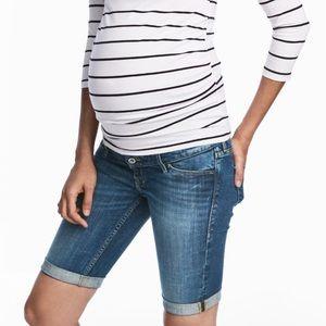 H&M Pants - H&M maternity mama denim shorts💫💖😘