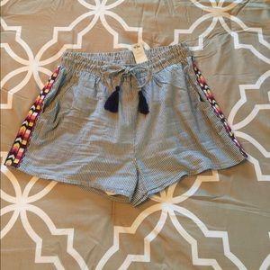 Francesca's Collections Pants - Francesca's seersucker printed shorts