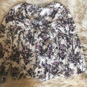 Sage Tops - Beautiful flowered top
