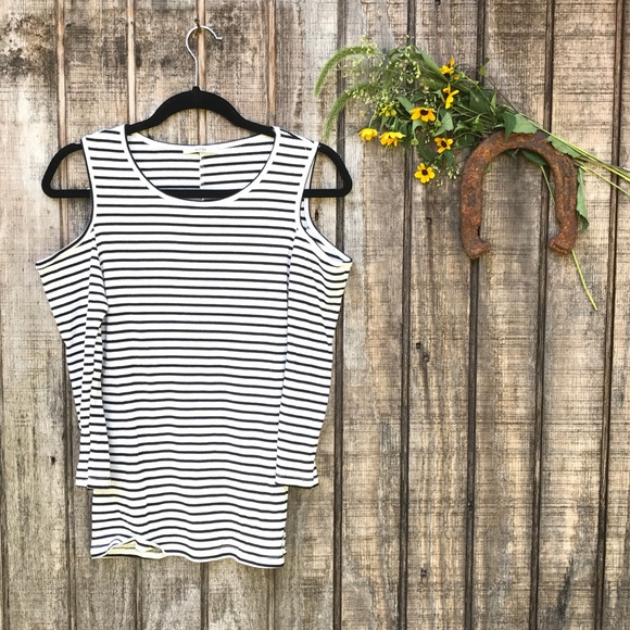 fac413dae81cf7 Acemi Tops - Acemi Cold Shoulder Striped Top