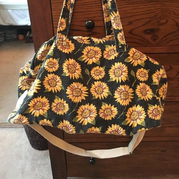 ff3bd335c24b Mossimo sunflower duffle bag. M 59513661a88e7d1ce10094a2