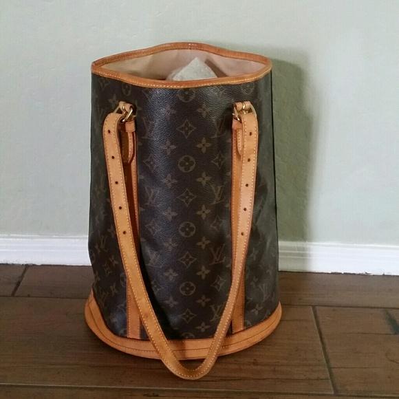 09182584d2f Louis Vuitton Handbags - 🎀❤SALE❤🎀AUTH Louis Vuitton bucket GM