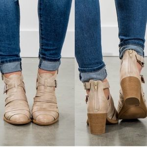 1 HOUR SALEDISTRESSED STONE ANKLE BOOTIES