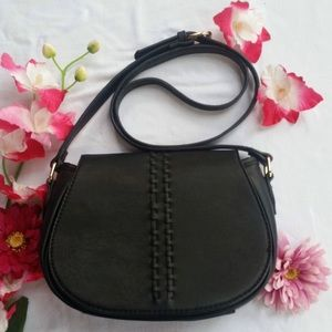 ♥Gorgeous Black Crossbody Bag With Cute Detailing♥