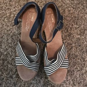 Toms Shoes - Great condition Tom wedges!